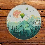 {en:Round cross stitch pattern Hot Air Balloon in the Mountains;}
