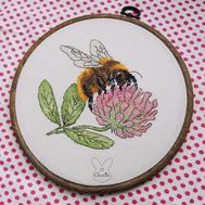Bumblebee & Clover Free cross stitch pattern