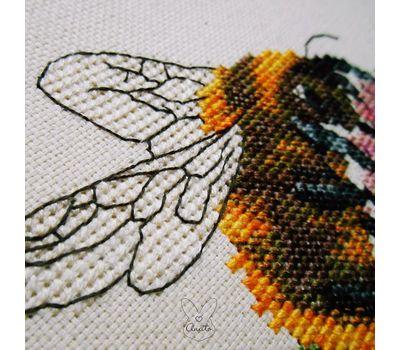 Bumblebee & Clover Free cross stitch chart